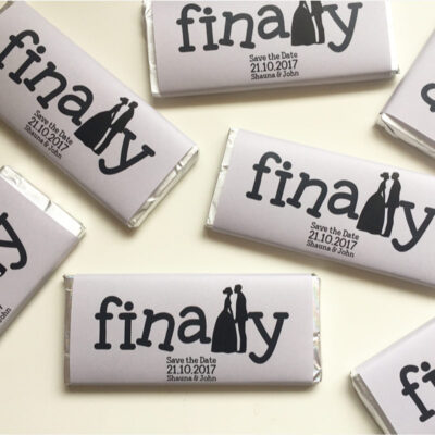 Save-the-date-personalised chocolate bars